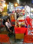 แหล่งซื้อของฝากรอบ ๆ วัดพระพุทธชินราช